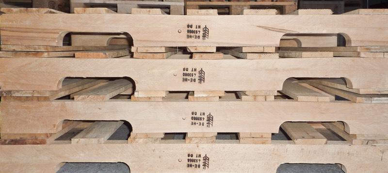 Paletten aus Holz verringern die CO2 Belastung.